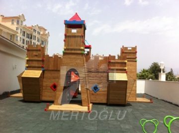wood-castle-shaped-completed-project215525.jpg